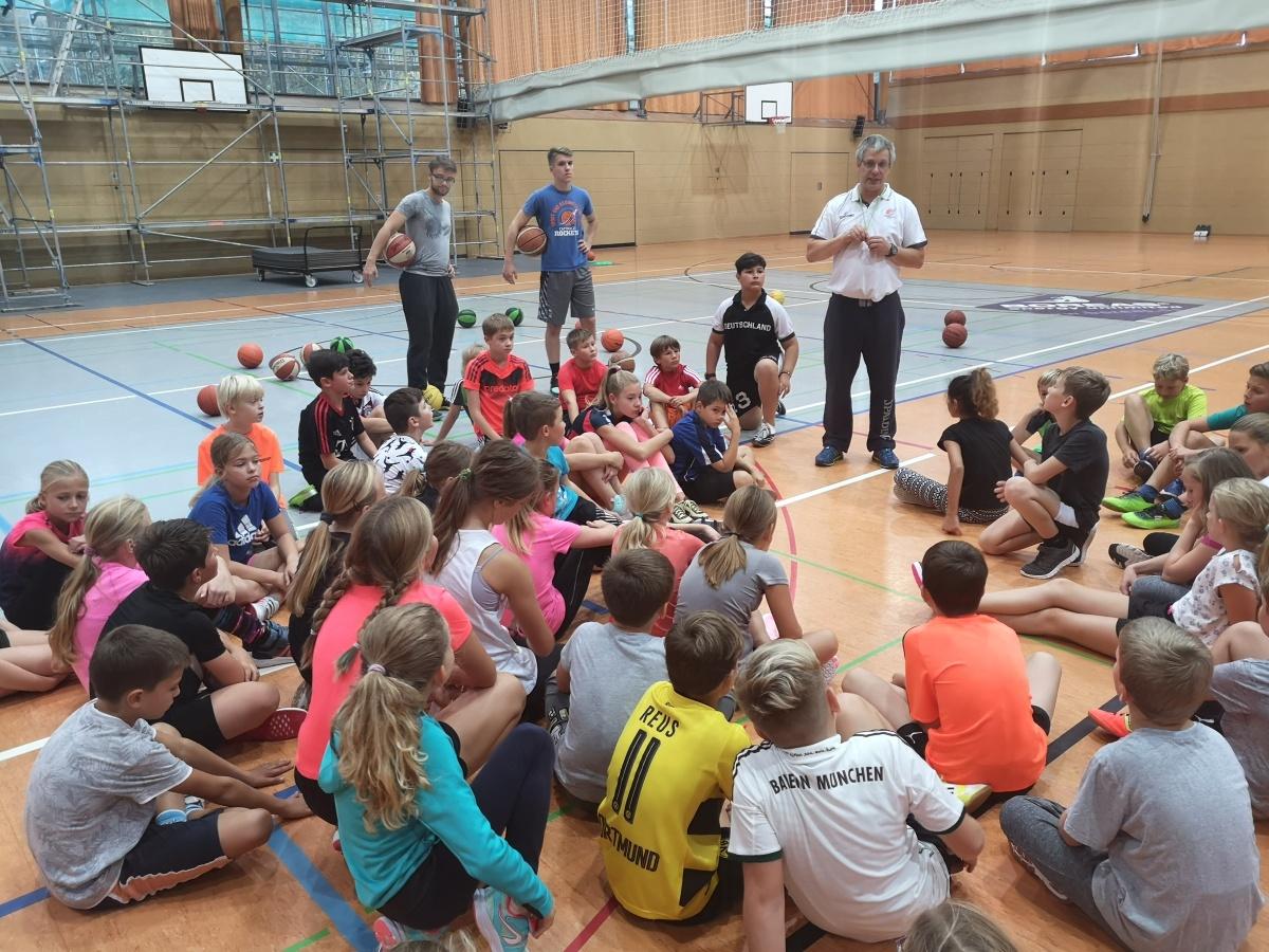"""Wieder einmal """"BIG/Rockets – Spieler und Trainer"""" zu Besuch bei den 5. Klassen"""