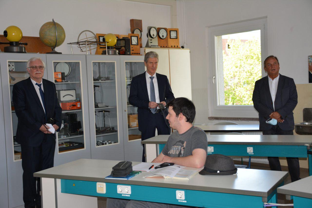 Wiedereröffnung der Schulen in Thüringen – Minister Holter besucht am 27.04.20 unser Gymnasium
